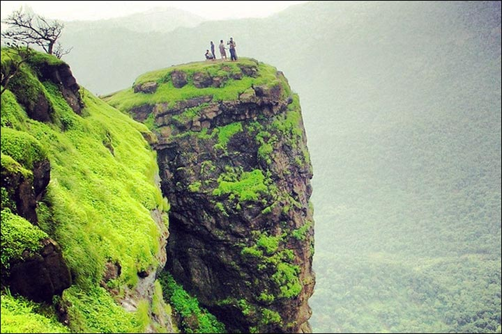 honeymoon-in-matheran-maharashtra